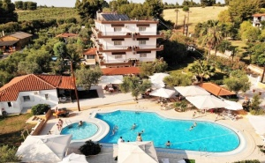 Ранни Записвания през Септември в <em>Ситония</em>, Гърция! Нощувка, Закуска и Вечеря на човек + Басейн в Хотел Olympic Bibis***, на 200М. от Плажа