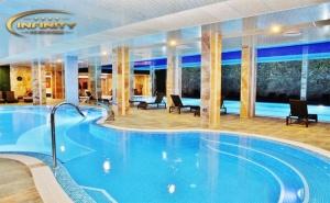 Делнична нощувка за ДВАМА със закуска или закуска и вечеря + минерални басейни и СПА в Инфинити Парк Хотел и СПА****, Велинград
