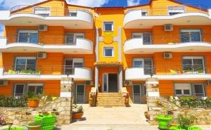 Нощувка в Делукс Апартамент за Четирима, Петима или Шестима от Хотел Orange House, <em>Керамоти</em>, Гърция