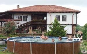 Нощувка за 13 Човека + Конна Езда, Басейн, Механа и Барбекю в Балканджийска Къща Край <em>Габрово</em> - с. Живко