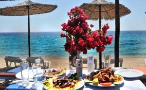 26 Юли - 30 Септември на Брега на Морето в Хотел Angelos Garden,  Халкидики, Гърция! Нощувка със Закуска и Вечеря на Топ Цени