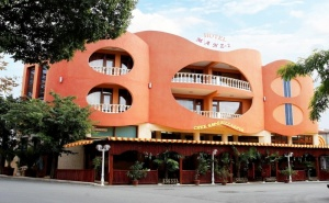 Нощувка за Четирима в Апартамент със Закуска или Закуска и Вечеря от Хотел Манц 2, <em>Поморие</em>
