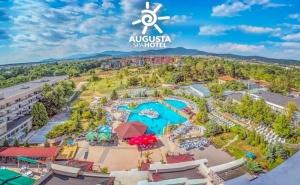 Делник в хотел Аугуста, гр. Хисаря! 3+ нощувки за двама, трима или четирима със закуска* + външен минерален басейн и джакузи