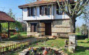 Само на 5 Км от Морския Бряг! Нощувка за до 9 Човека + Външно Барбекю в Къща Под Старата Липа - с. Горица - Бяла - Варна
