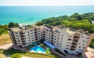 Първа Линия в <em>Обзор</em>! Нощувка на човек със Закуска, Обяд и Вечеря в Хотел Морето! Бонус: Чадър и Шезлонг на Плажа