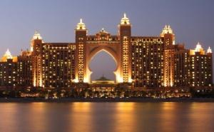 Септември в Дубай! Самолетен Билет за Един Човек + 4 Нощувки със Закуски и Вечери в Хотел 3* или 4* по Избор от Далла Турс
