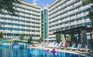 Лято 2020! Нощувка на човек на База All Inclusive + Басейн в Гранд Хотел Оазис, <em>Слънчев бряг</em>, само на 80 М. от Плажа. Безплатно-Дете до 13Г.