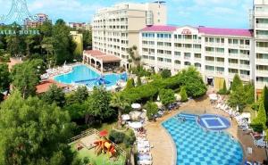 На 100 метра от плажа: Нощувка на човек на база All inclusive + 2 басейна и анимация в хотел Алба****, Слънчев Бряг. Дете до 12г. - БЕЗПЛАТНО
