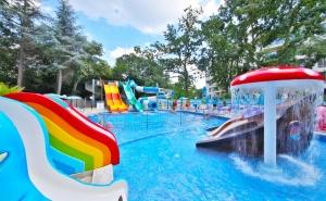 Нощувка на човек на база All Inclusive + 5 басейна и 2 аквапарка от хотел Престиж Делукс Хотел Аквапарк Клуб****, Златни Пясъци
