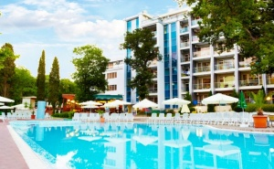 Нощувка на човек на база All Inclusive light + басейн в хотел Грийн Парк, Златни пясъци