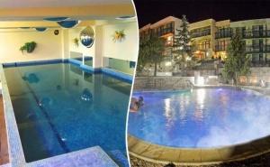 Нощувка за ДВАМА със закуска + външен и вътрешен басейн с гореща минерална вода и сауна от хотел Виталис, Пчелински бани, до Костенец
