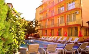 Нощувка със Закуска на човек в Хотел Риор, <em>Слънчев бряг</em>! Дете до 12Г. – Безплатно