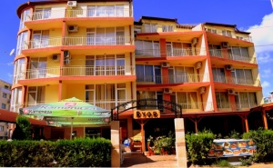 Септември в <em>Слънчев бряг</em>! Нощувка на човек със Закуска и Вечеря + Басейн в Хотел Риор. Дете до 12Г. – Безплатно