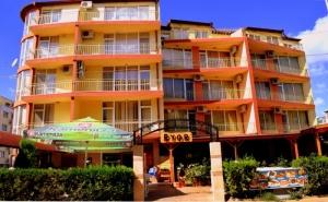 Август в Слънчев бряг! Нощувка на човек със закуска и вечеря + басейн в хотел Риор. Дете до 12г. – БЕЗПЛАТНО