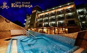 Нощувка на човек през Делничните Дни със Закуска + Басейн, Джакузи и Релакс Пакет в Хотел Клептуза****, <em>Велинград</em>!