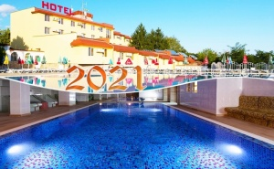 Нова Година в Казанлък! 2, 3 или 4 Нощувки на човек със Закуски и Вечери, Едната Празнична + Минерален Басейн и Релакс Зона в Хотел Зорница