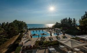 5 дни за двама със закуска и вечеря през Юни 2021 в Bomo Kassandra Mare Hotel