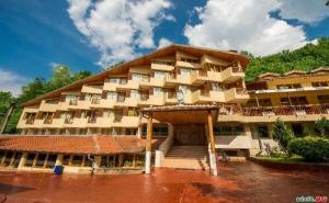 Цена на Ден през Уикенда с Топъл Минерален Басейн и Полупансион в Хотел Дива, с.чифлик