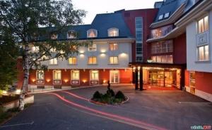 Новогодишно Спа Веселие във <em>Велинград</em>, 3 Нощувки за Двама с Празнична Програма в Хотел Акватоник