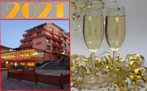 Нова Година във <em>Велико Търново</em>! 2 или 3 Нощувки със Закуски за Двама или Трима от Хотел Елена