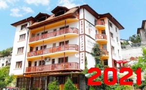 Нова Година в с. Баните! 3 Нощувки на човек със Закуски, Обеди и Вечери - Едната Празнична в Хотел Бялата Къща