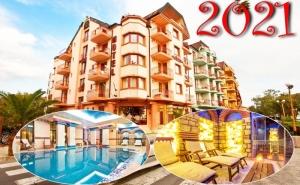 Нова Година в <em>Поморие</em>! 2 Нощувки на човек със Закуски и Празнична Вечеря + Басейн и Спа в Хотел Сейнт Джордж****, на 1-Ва Линия в <em>Поморие</em>