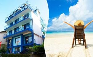 Лято 2020 на 50 М. от Северния Плаж в Приморско! Нощувка или Нощувка със Закуска на Цени от 14.90 в Хотел Синя Лагуна