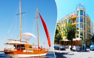 Лято в Приморско на 200 Метра от Плажа! Нощувка на човек със Закуска и Вечеря + 1 Час Разходка с Яхта от Семеен Хотел Зонарита