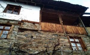Нощувка със Закуска за Двама в Капитановата Къща, Село Лещен
