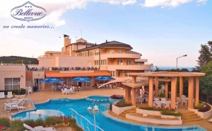 Нощувка на човек със закуска + басейн в хотел Белвю, Златни пясъци
