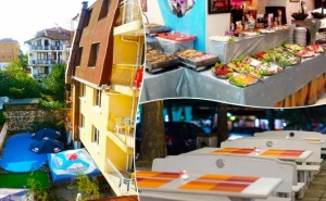 Нощувка със Закуска, Обяд и Вечеря за Двама + Две Деца до 12Г. + Басейн в Семеен Хотел Грийн Палас, Китен