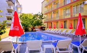 Нощувка на човек със закуска и вечеря + басейн в хотел Риор, Слънчев бряг. Дете до 12г. – БЕЗПЛАТНО!