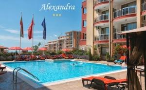 Нощувка на човек със Закуска + Басейн в Хотел Александра, <em>Свети Влас</em>