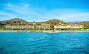 5 Нощувки на човек със Закуски и Вечери + Басейн в Хenios Аnastasia Resort & Spa 5*, на Първа Линия в Касандра, Халкидики. Дете до 14Г. - Безплатно!