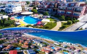 Лято в Созопол на 50М. от Плажа! Нощувка на човек със Закуска, Обяд и Вечеря + Басейн в Хотел Съни***