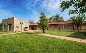 Почивка до Плевен! Наем на Луксозна Къща до 16 Човека + Барбекю от Къща Чудна, Село Бресте, Червен Бряг