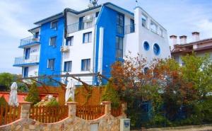 Нощувка на човек със Закуска и Вечеря в Хотел Анди, Черноморец