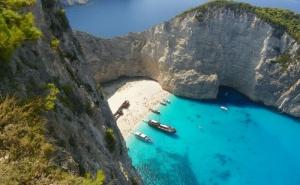 Почивка на Остров <em>Закинтос</em>, Гърция през Септември 2021. Автобусен Транспорт + 5 Нощувки на човек със Закуски и Вечери!