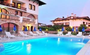 Ноември в Арбанаси! Нощувка на човек със закуска и вечеря + външен, вътрешен басейн и релакс зона от хотел Винпалас