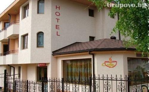 Нощувка със закуска в хотел Емали, гр. Банкя