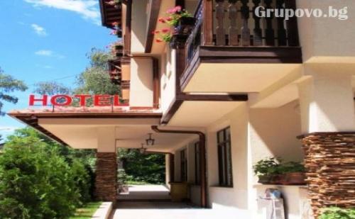Нощувка със закуска и вечеря + минерален басейн и СПА в хотел Емали, Сапарева Баня