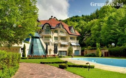 Нощувка, закуска и вечеря + басейн и SPA в хотел Evergreen Palace****, Рибарица