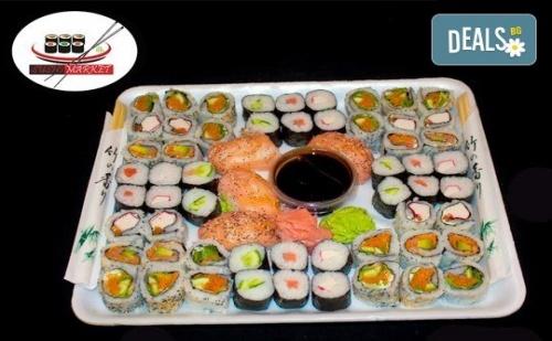 Екзотика! 60 Суши Хапкис Пушена Сьомга, Филаделфия, Бяла Херинга, Свежа Салата, Сурими Раци и Хайвер, Възможност за Доставка от Sushi Market!