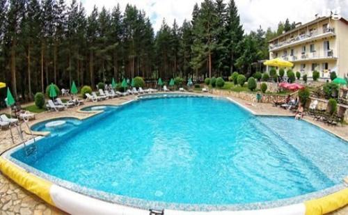 Лято във Велинград. Нощувка, Закуска, Обяд и Вечеря само за 38 лв. в Хотел Зора.