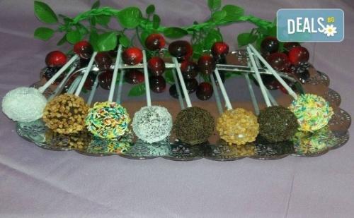 26 Броя Вкусни Малки Кейк Поп - Кексчета на Клечка от Сладкарница Черешка