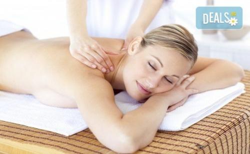 Забравете за Болката в Тялото с 40-Минутен Болкоуспокояващ Масаж на Гръб в Friends - Hair & Beauty Studio