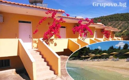 Цяло Лято в Ситония, Гърция, на Метри от Плажа! Нощувка в Самостоятелна Къщичка за до Четирима в Комплекс Red Coral