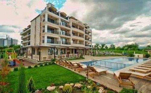 Нов Хотел до Плажа в Кранево, 5 Дни All Inclusive Light Висок Сезон с Чадър и Шезлонг на Плажа от Съни Касъл