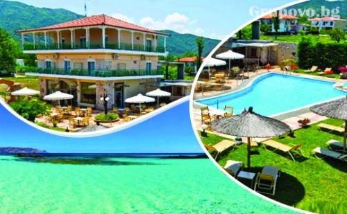 10.09 - 30.09 на море в Ставрос, Гърция! Нощувка със закуска за двама, трима или четирима + басейн  в хотел Alexander Inn Resort