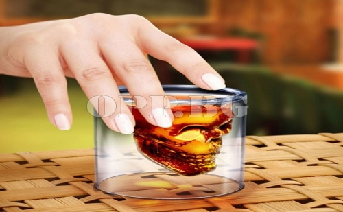 Уникална Стъклена Чаша Череп